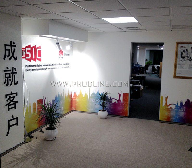 Брендирование стен в офисе акриловыми панелями